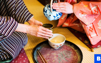 Cultural don'ts: Serving yourself a drink in Japan